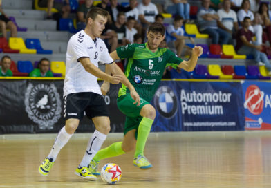 Reparto de puntos en el encuentro entre el CD UMA Antequera y Rivas Futsal (6-6).